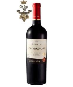 Rượu Vang Chile Casadonoso Reserva Cabernet Sauvignon có mầu đỏ tím thanh lịch. Hương thơm của các vị trái cây như mận, mâm xôi và nho