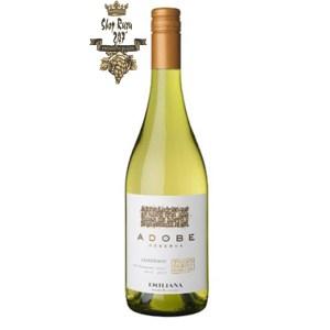 Vang Chile Emiliana Adobe Chardonnay có mầu vàng nhạt tươi sáng. Hương thơm của các loại trái cây đặc biệt là dứa và các loại thảo mộc
