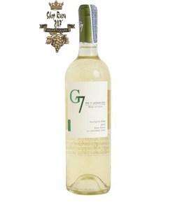 Rượu Vang Chile G7 Sauvignon Blanc có mầu vàng sáng cùng ánh xanh đẹp mắt. Mùi thơm của các loại thảo mộc cùng các loại trái cây