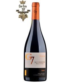 Rượu Vang Chile Đỏ G7 Reserva Syrah có mầu đỏ đậm của ruby. Hương thơm nổi bật của trái cây chín đỏ nổi bật cùng mùi của thuốc lá, vani