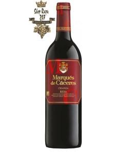 Rượu vang Tây Ban Nha Marques de Caceres Crianza Rioja DOC 1.5 L có vị cay nhè nhẹ của gia vị, vị tannin dễ chịu hòa lẫn với mùi trái cây tươi