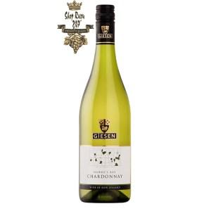 Vang Trắng Newzealand Giesen Chardonnay có mầu vàng rơm. Một loại rượu vang tươi mới và sống động với hương vị đào chín