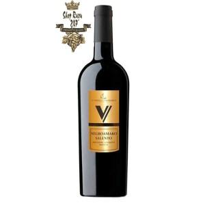 Rượu Vang Đỏ Le vigne di Sammarco V Negroamaro Salento có mầu mầu đỏ hồng đậm. Hương vị hài hòa, tao nhã