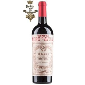 Rượu Vang Đỏ Vanitá Nero dAvola có màu đỏ ruby đẹp mắt. Hương thơm lan tỏa quyến rũ của hương trái cây mầu đỏ kết hợp