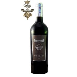 Rượu Vang trắng Vin de Bordeaux Ulysse Bordeaux có màu đỏ đẹp mắt. Là một trong những chai vang đỏ