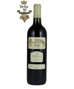 Rượu Vang Đỏ Chateau de Brandey Bordeaux có mầu đỏ ruby đẹp mắt. Hương thơm lan tỏa của socola, hạnh nhân. Hương vị có chút vị đắng