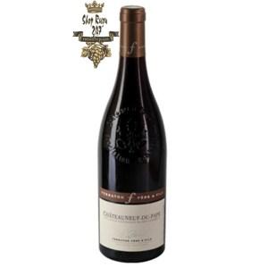 Chateauneuf-du-Pape Le Parvis Ferraton Père & Fils có mầu granet đậm sáng. Hương thơm phức tạp của anh đào, mận cùng gợi ý của cà phê rang và quế
