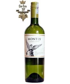 Chile Montes Classic Series Sauvignon Blanc có mầu vàng nhạt tươi sáng. Hương thơm của hoa quả, chanh, bưởi kèm ghi chú hấp dẫn của dứa tươi, trái cây