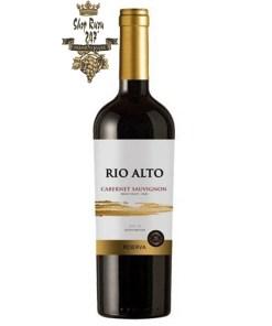 Rượu có mầu đỏ anh đào. Hương thơm của thuốc lá và bạc hà, hương vị của vanilla và tannin mềm mại tạo nên một chai rượu có vị cân bằng.