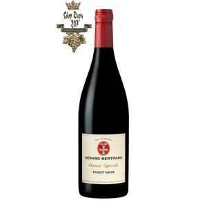 Rượu Vang Đỏ Gerard Bertrand Reserve Speciale Pays Pinot Noir có mầu đỏ đẹp mắt. Đây là một loại rượu vang trái cây và dễ uống cung cấp ghi chú của anh đào