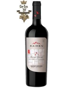 Kaiken Terroir Series Cabernet Sauvignon có mầu đỏ đậm đặc. Cho thấy một loạt các hương vị khác nhau tạo nên sự thanh lịch cho loại rượu vang này