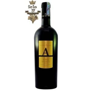 Rượu Vang Đỏ Le vigne di Sammarco A Blend Rosso Salento có mầu đỏ ruby đậm sâu. Hương thơm của các loại trái cây tổng hợp cùng gợi ý của vani, cam thảo.