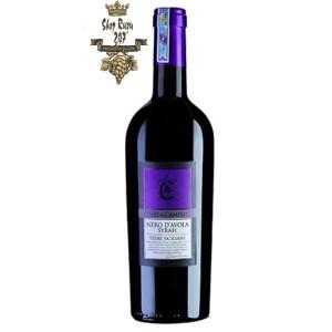 Rượu Vang Ý Đỏ Nero D Avola Syrah Terre Siciliane có mầu đỏ ruby ánh tím. Hương thơm ngào ngạt và phức hợp của hoa violet