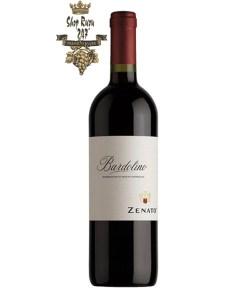 Rượu Vang Đỏ Zenato Bardolino có mầu sắc đỏ hồng ngọc. Hương thơm của các loại hoa quả như anh đào tím tinh tế cùng hương vị của hạnh nhân hài hòa.