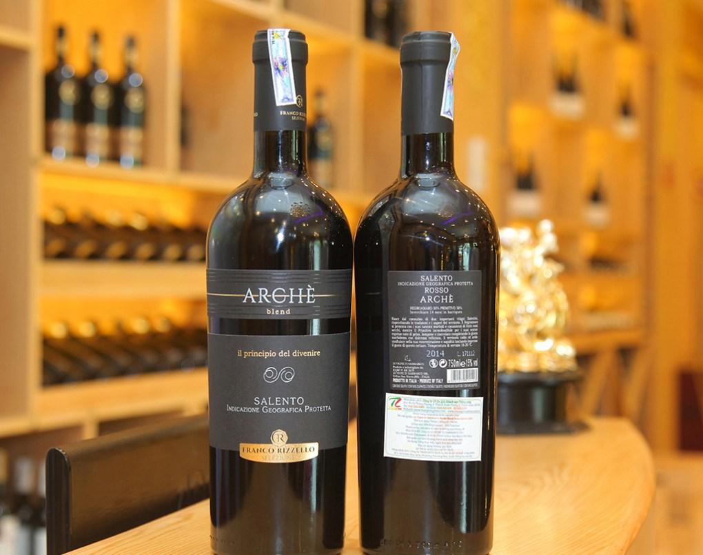 Rượu Vang Đỏ Le vigne di Sammarco Arche Blend Salento có mầu đỏ ruby. Hương thơm thanh lịch của trái cây và quả mọng đỏ cùng gợi ý của vani