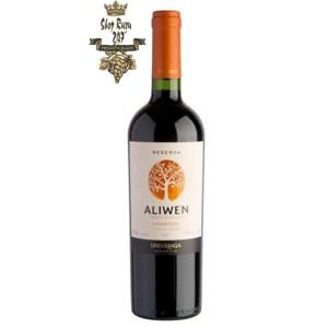 Rượu Vang Chile Đỏ Undurraga Aliwen Carmenere có mầu đỏ đậm tươi sáng. Mùi hương trái cây cùng hương thơm của gỗ sồi ngon ngọt
