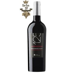 Rượu Vang Ý 125 Negroamaro Del Salento có mầu đỏ hồng ngọc ánh tím. Hương thơm mạnh mẽ của hoa quả mọng hoang dã đặc biệt