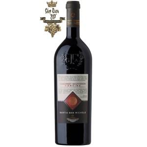 Rượu Vang Đỏ Bastia San Michelle Corvina Cabernet Sauvignon có mầu đỏ ánh granet. Hương thơm của trái cây cùng với gợi ý của vani. Hương vị hài hòa của trái cây, chút vị cay nhẹ.