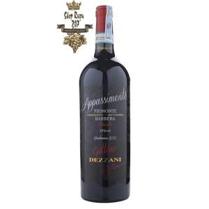 Rượu Vang Ý Gattone Barbera Appassimento với dáng chai to, cao như chàng trai vạm vỡ trong cái nắng gió của vùng Địa Trung Hải, đã rất thu hút đối phương rồi