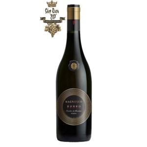 Rượu Vang Đỏ Magnifico Fuoco Primitivo Di Manduria có mầu đỏ ánh tím. Hương thơm tươi mát của các loại trái cây tươi ngon, sẫm mầu