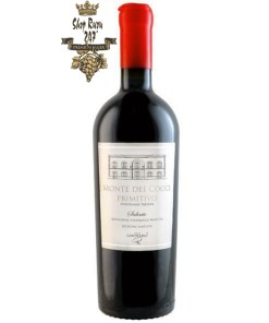 Rượu Vang Đỏ Monte Dei Cocci Primitivo có mầu đỏ hồng đậm đặc ánh tím. Hương thơm phong phú và phức tạp của kẹo, cam, mận, mứt trái cây mềm và gia vị