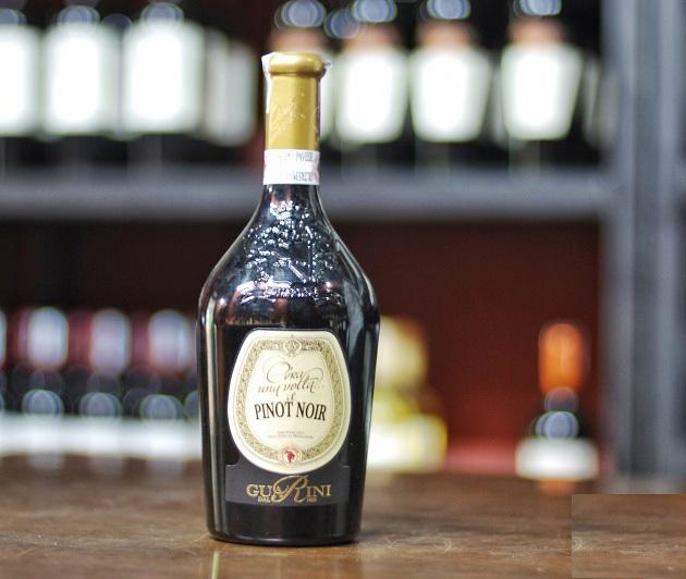 Rượu Vang Ý Cera una Volta Bonarda Frizzante có mầu đỏ ruby đẹp mắt. Hương vị của các loại trái cây như anh đào đen và hạnh nhân.