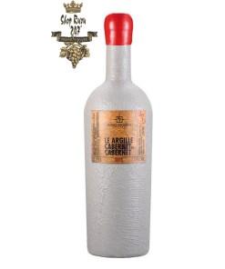 Rượu Vang Ý Xi Măng Le Argille Cabernet Di Cabernet có mầu đỏ đậm ruby. Hương thơm tinh tế của hoa quả chín, café, socola đen, ciga, thảo mộc