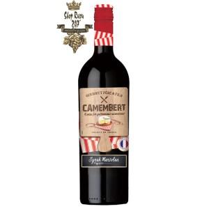 Camembert có màu đỏ ruby phong phú. Hương thơm phong phú của mận, anh đào, quả mọng đen chín cùng các sắc thái tinh tế của gia vị