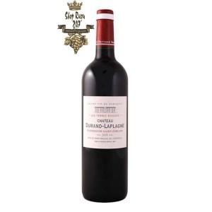Rượu Vang Đỏ Chateau Laplagne Puisseguin Saint Emilion có màu đỏ ruby đậm. Hương thơm quyến rũ của các mùi thơm như nho đen, anh đào đen