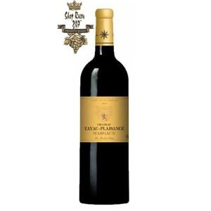 Rượu Vang Đỏ Chateau Tayac Plaisance Margaux Cru Bourgeois 2013 có mầu đỏ truyền thống. Hương thơm phức hợp của quả mọng đen, anh đào,
