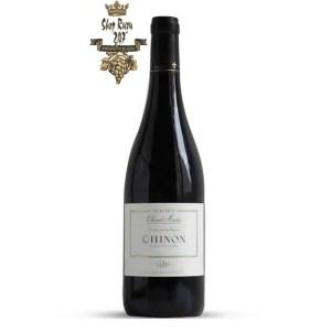 Rượu Vang Đỏ Pháp Domaine du Puy Chinon có màu đỏ đậm đặc. Hương thơm lan tỏa của mận, dâu tây, phúc bồn tử cùng gợi ý