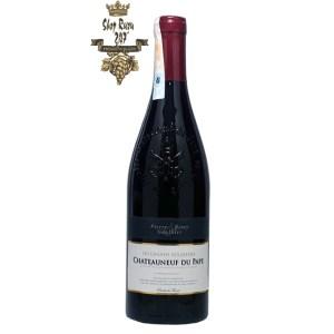Les Grands Seigneurs Chateauneuf-du-Pape Pierre & Remy Gauthier có mầu đỏ tía mãnh liệt. Hương thơm phức tạp và mạnh mẽ của nấm, quả chín