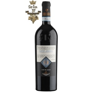 Rượu Vang Đỏ Arnasi Pinot Grigio có mầu vàng rơm tươi sáng ánh xanh. Hương thơm mạnh mẽ của trái cây nhiệt đới và hoa trắng.