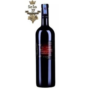 Rượu Vang Ý Chai 18 Độ Primitivo Di Manduria Supremus có mầu đậm đặc. Hương thơm nồng nàn quyến rũ của hoa quả chín đỏ, hương hoa hồng