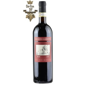 Rượu Vang Ý Đỏ Barolo Garretti có mầu đỏ sáng điển hình của nho nebbiolo. Hương thơm của dâu tây khô, cánh hoa hồng và vị thuốc lá