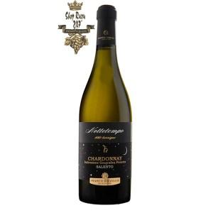 Rượu Vang Ý Trắng Le vigne di Sammarco Nottetempo 100 barrique Chardonnay Salento có màu vàng rơm đẹp mắt. Hương thơm nồng nàn của các loại trái cây