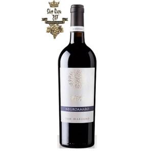 Rượu Vang Đỏ Talo Negroamaro Salento IGP có mầu đỏ đậm ánh tím. Hương thơm mãnh liệt và dai dẳng của các loại trái cây hoang dã, một chút cay