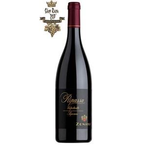 Rượu Vang Ý Zenato Ripassa Valpolicella Superiore có mầu sắc đỏ đậm. Hương thơm thanh lịch và bền bỉ với những gợi ý của quả anh đào và mận.