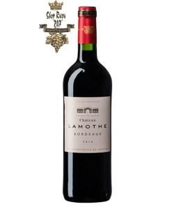 Rượu Vang Chateau Lamothe Bordeaux có màu đỏ đậm đẹp mắt. Hương thơm của các loại trái cây