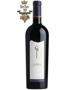 Craggy Range Sophia Gimblett Gravels Vineyard Blend có mầu đỏ tím đậm. Hương thơm nồng nàn của quả mâm xôi đen, nho đen với gợi ý của đinh hương