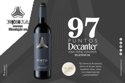 Vang Tây Ban Nha Portia Prima có màu đỏ anh đào sang. Hương thơm phức tạp của trái cây mầu đen cùng cacao