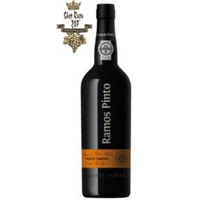 Rượu vang đỏ Bồ Đào Nha Ramos Pinto Tawny Port DOC có Hương thơm của mận, thuốc lá và tuyết tùng. Trong một ly màu đỏ ruby 
