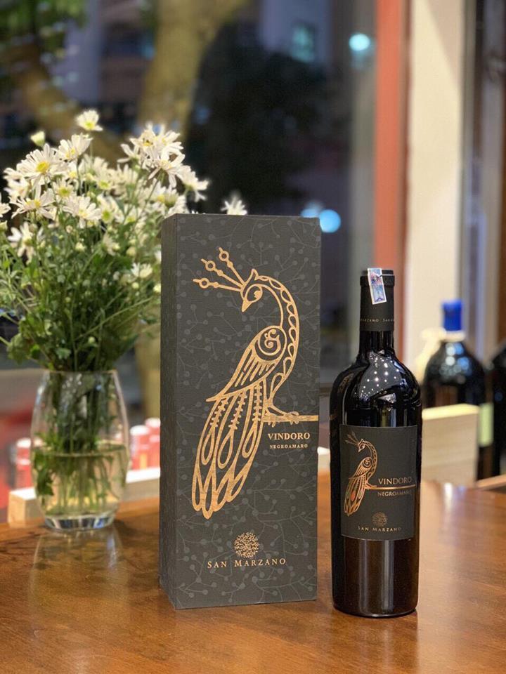 Chai Vindoro Negroamaro Salento thành phẩm bên hộp đựng đẹp tinh tế