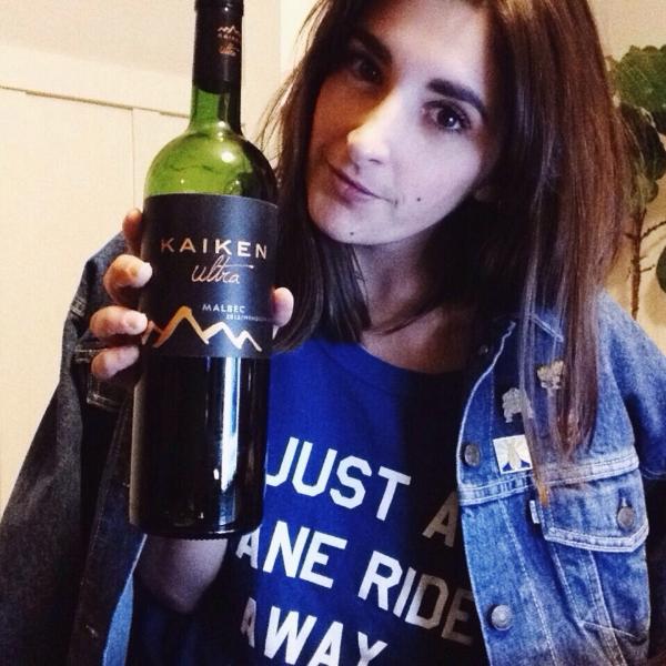 Rượu Vang Đỏ Argentina Kaiken Ultra Malbec có mầu đỏ ruby hấp dẫn. Hương thơm của trái cây như quả mọng đỏ, anh đào đen