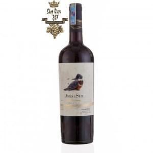 Rượu Vang Chile Đỏ Aves Del Sur Reserva Carmenere có mầu đỏ đậm ánh tím. Nổi bật với hương thơm của anh đào chín, mận đen
