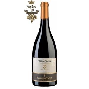 Rượu Vang Đỏ Casas Del Toqui Gran Reserva Syrah có mầu đỏ tía mãnh liệt. Hương thơm phong phú và mãnh liệt của hoa anh đào