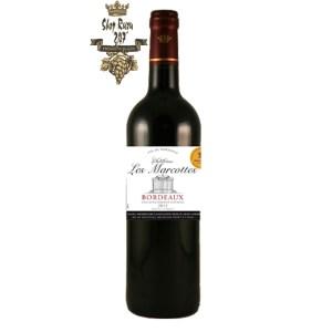 Rượu Vang Đỏ Chateau Les Marcottes có mầu đỏ đậm và sáng. Hương thơm tươi mát và mạnh mẽ của trái cây tươi như dâu rừng