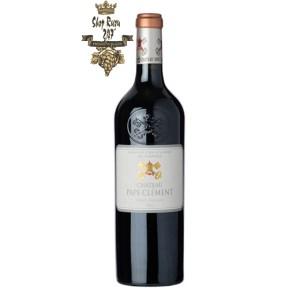 Rượu Vang Đỏ Chateau Pape Clement 2012 có mầu đỏ anh đào đậm sâu. Là một loại rượu khá thanh lịch và hài hòa