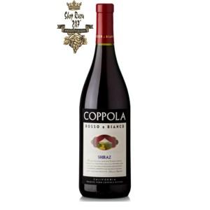 Rượu Vang Đỏ Coppola Rosso & Bianco Syraz có mầu đỏ của hoa violet. Hương thơm của quả mận, mâm xôi, hạt tiêu