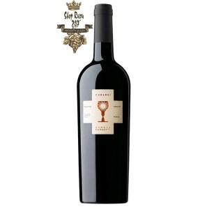 Rượu Vang Ý Đỏ Cubardi có mầu đỏ đậm. Một loại rượu vang với cấu trúc tannin mềm mại và êm mượ
